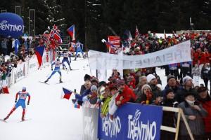 la salita Tour de Ski 2012 20mila spettatori foto Newspower 300x200 Val di Fiemme   Tour de Ski 2012, GIRO GIRO FONDO...
