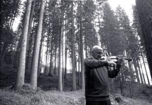 foto di carlo orsi a salvatore accardo bosco che suona di fiemme copia 300x207 Carlo Orsi: quel set fotografico chiamato Val di Fiemme