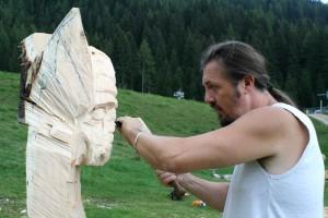 roberto merotto drago 300x200 Predazzo, i draghi della scultura rendono onore al BACAN
