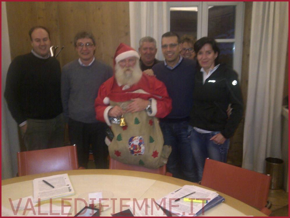 GIUNTA CAVALESE CON BABBO NATALE Cavalese, giunta comunale con Babbo Natale