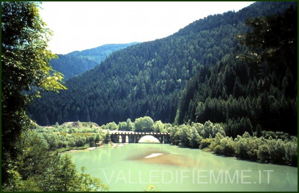 lago e ponte stramentizzo fiemme 1024x664 Valle di Fiemme, il nuovo ponte di Stramentizzo