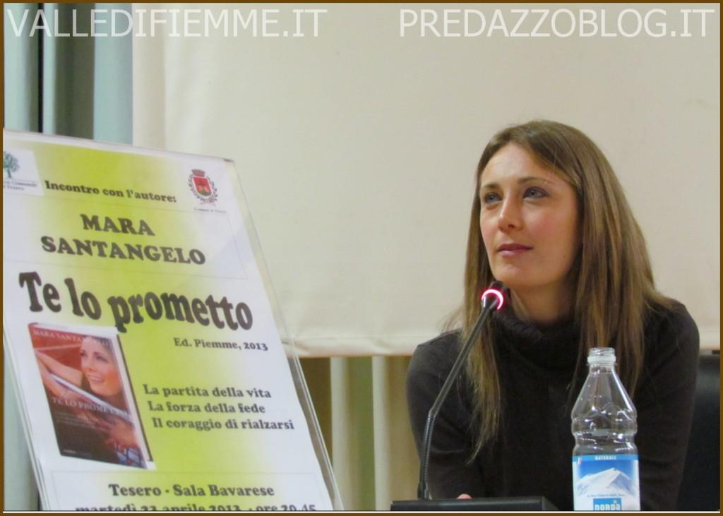 mara santangelo presenta il suo libro te lo prometto con pino dellasega 1 tesero fiemme 1024x731 Il video live della serata con Mara Santangelo   Tesero 23 aprile 2013