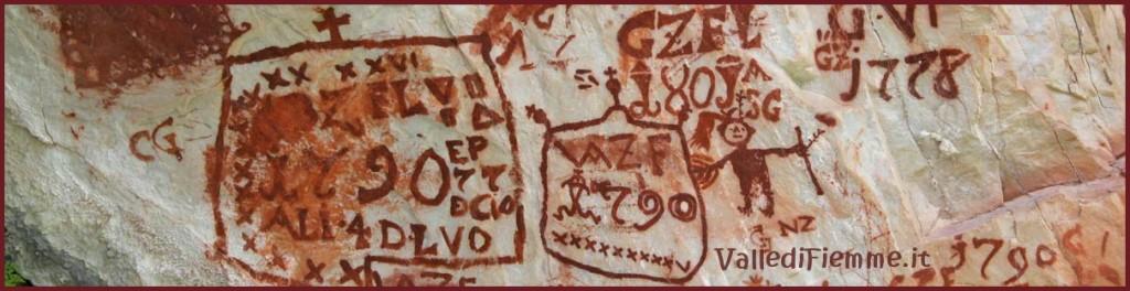scritte rupestri fiemme bol 1024x264 Inaugurata a Panchià la mostra Le scritte dei pastori