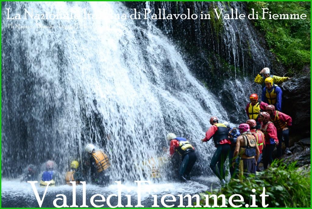nazionale italiana di pallavolo in valle di fiemme 2013 1 1024x686 La ciurma di Berruto solca lAvisio   GIORNATA ACQUATICA DELLA NAZIONALE DI PALLAVOLO IN RITIRO IN VAL DI FIEMME