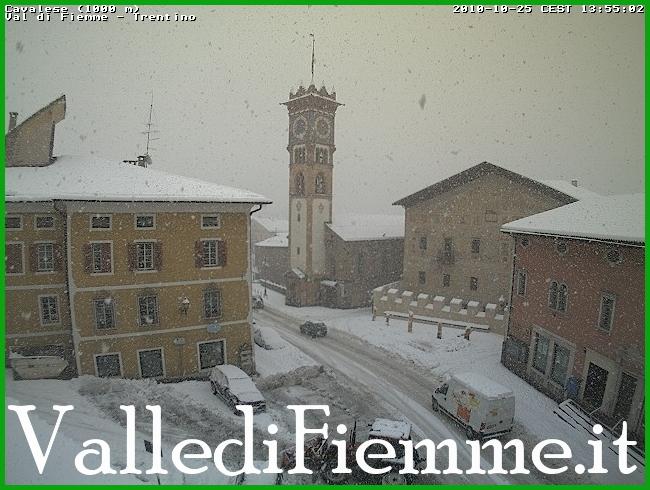 neve cavalese fiemme Il meteo di venerdì 9 agosto: neve in piazza Dante a Cavalese