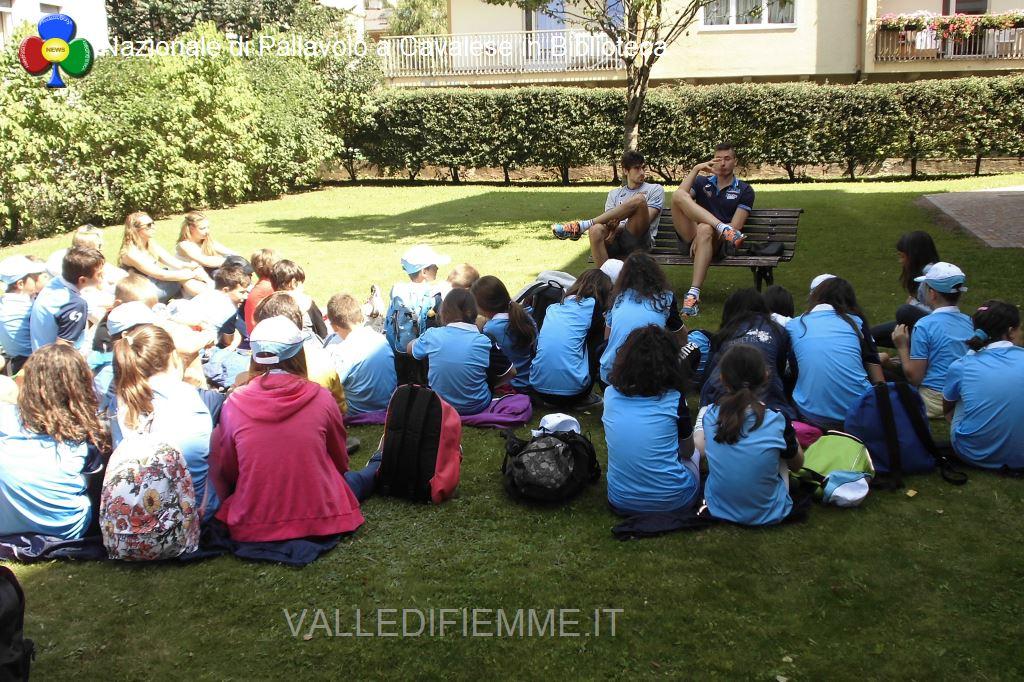 nazionale pallavolo a cavalese con i ragazzi english sport camp biblioteca1 Cavalese, in biblioteca con i campioni di pallavolo