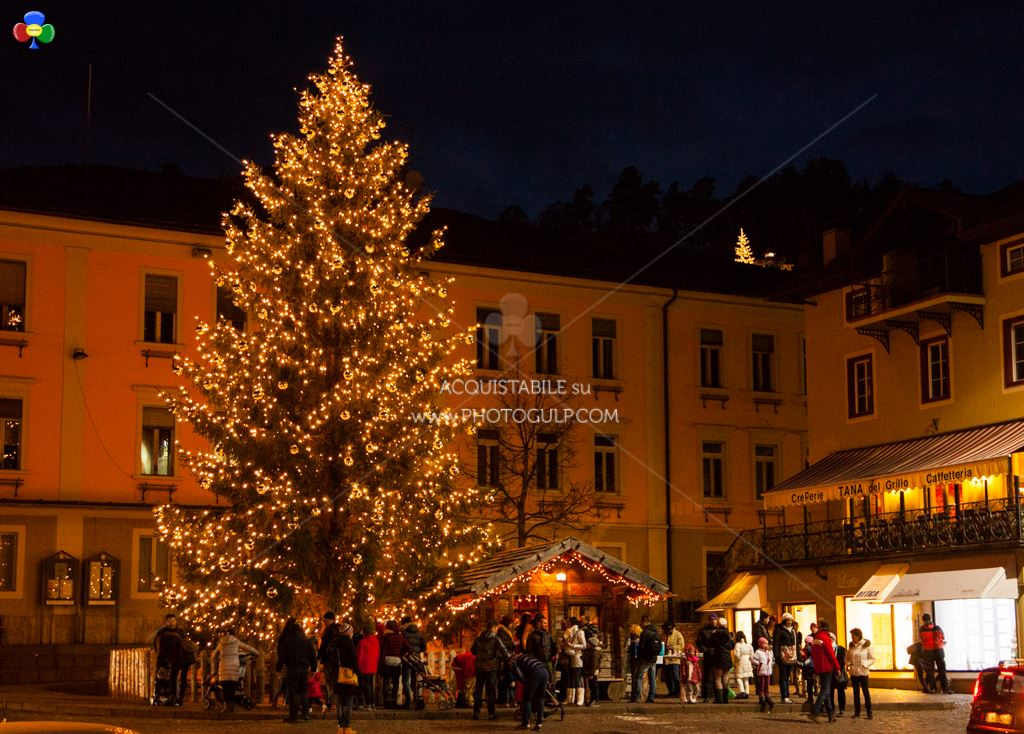 mercatino magnifico 2014 cavalese fiemme1  Cavalese accende il Natale con il MAGNIFICO MERCATINO