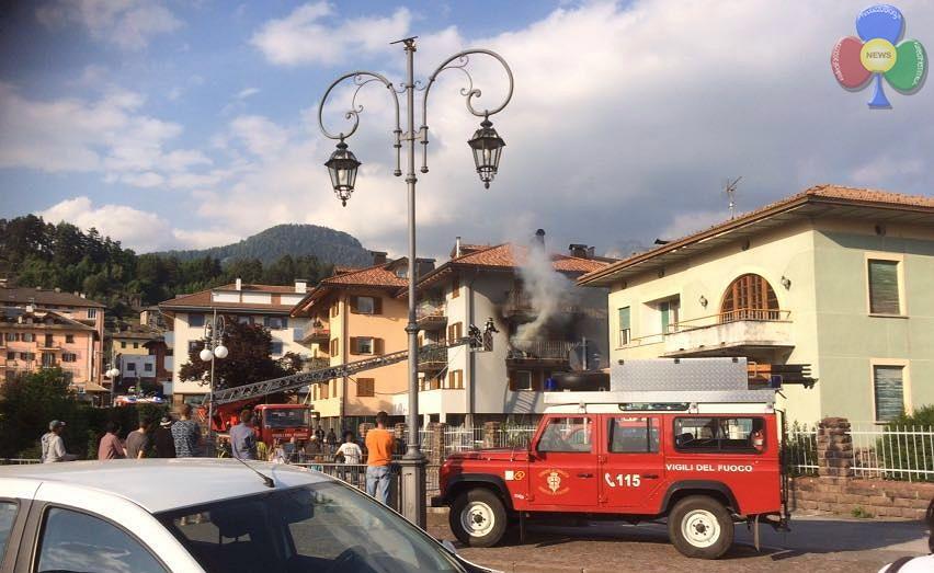 incendio cavalese 27 maggio 2016 a Incendio sul balcone in via Cacciatori a Cavalese   Video