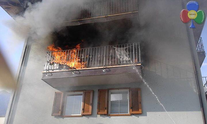 incendio cavalese 27 maggio 2016 c Incendio sul balcone in via Cacciatori a Cavalese   Video