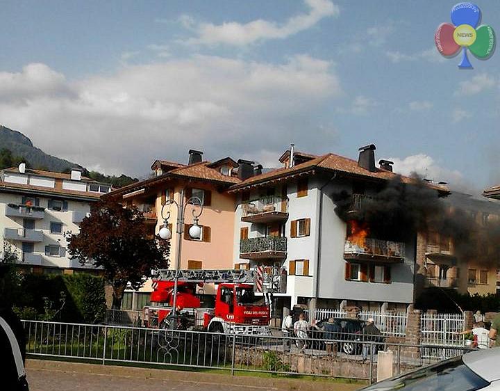 incendio cavalese 27 maggio 2016 Incendio sul balcone in via Cacciatori a Cavalese   Video
