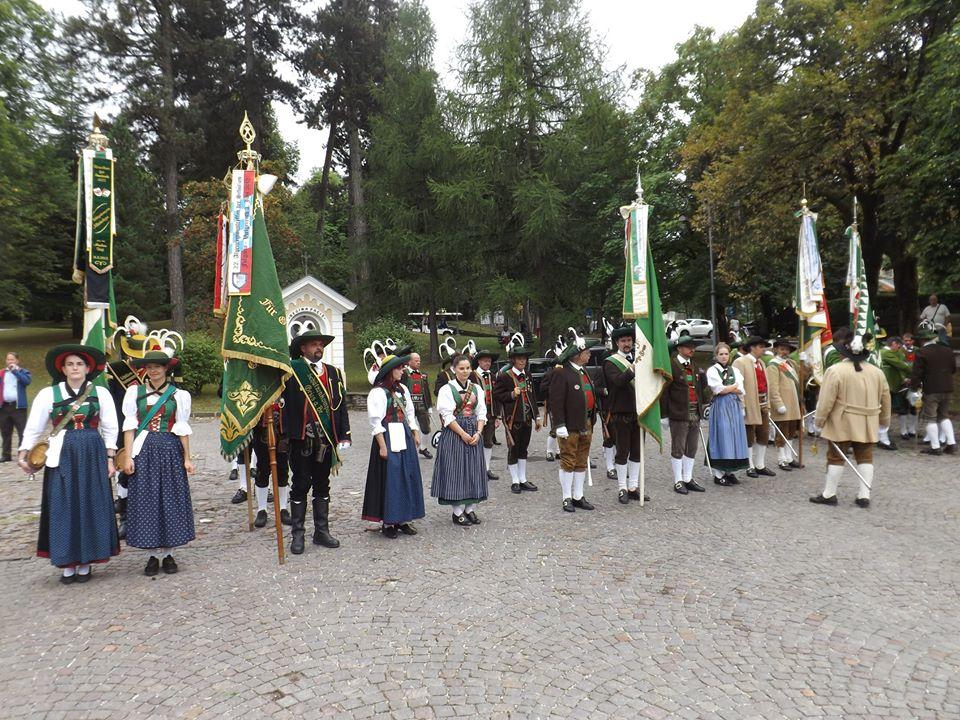 schutzenkompanie fiemme cavalese Schützenkompanie Fleimstal, non gradita alla processione