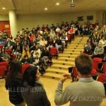 Gli studenti scoprono Ciò chel lacqua non distrugge3 150x150 Il Capitano dei Carabinieri Enzo Molinari parla agli studenti
