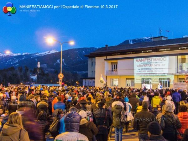 manifestiamoci ospedale fiemme 10.3.2017 predazzoblog11 600x450 Bocciature assurde al Concorso Pediatri per Cavalese