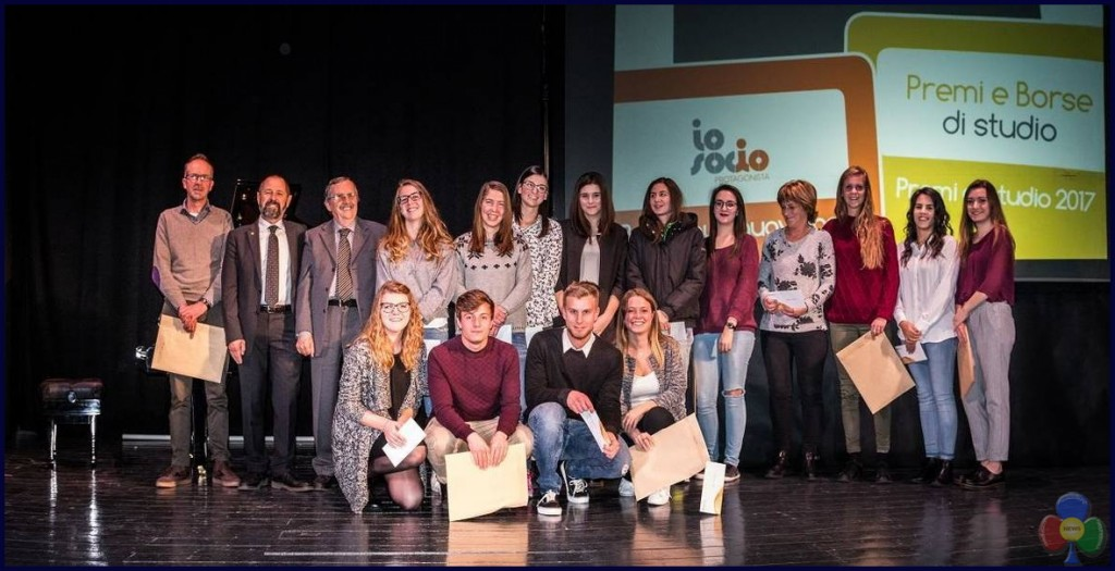 studenti premiati fiemme 2017 1024x525 58 studenti premiati dalla Cassa Rurale di Fiemme