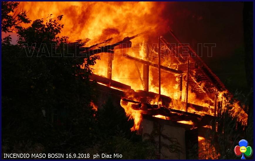 incendio maso bosin tesero diaz Tesero, in fiamme il vecchio Maso Bosin