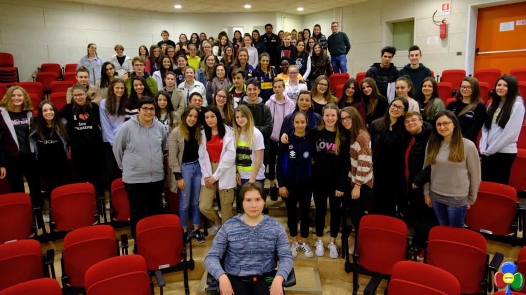 NAZIONALE PALLAVOLO ALLA ROSA BIANCA 1024x575 Pallavoliste Nazionali incontrano gli studenti de La Rosa Bianca
